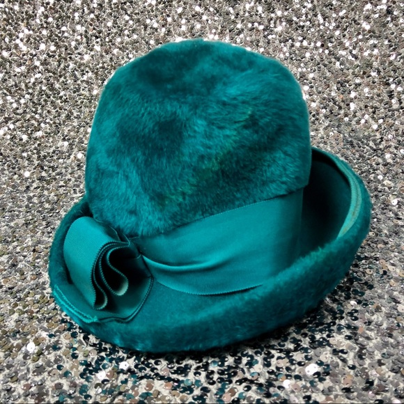 Vintage Accessories - 🖤 Vintage 1960s Christine Original faux fur hat